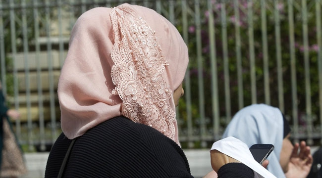 Fransa'da 'kamusal alanlarda başörtüsüne yasak getirme' önerisi