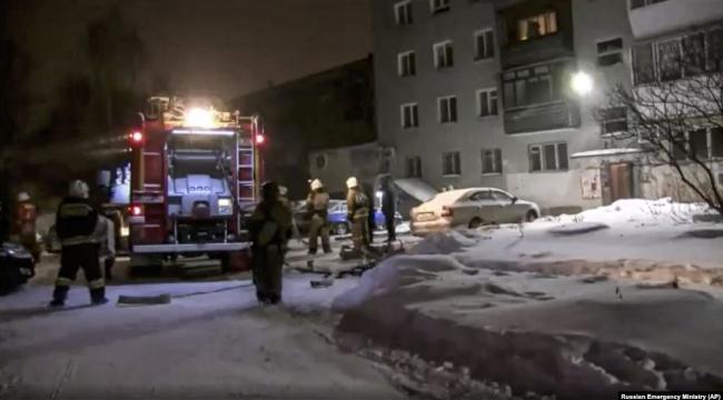 Rusya'da 9 katlı binada çıkan yangında 1'i çocuk 8 kişi öldü