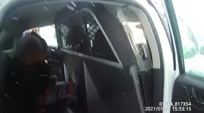 Bu seferde 9 yaşındaki çocuğu biber gazı sıkıp ters kelepçe taktılar!