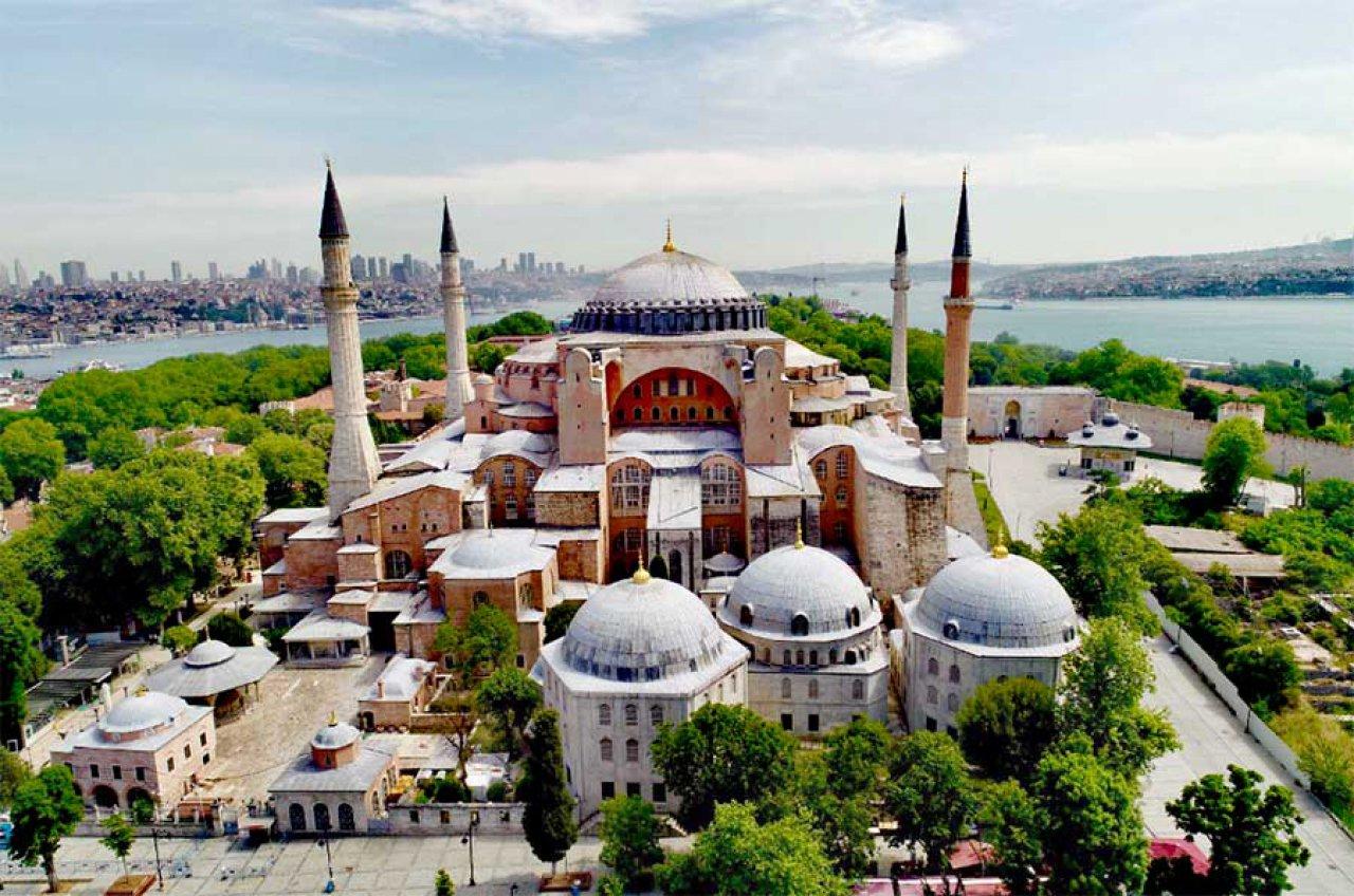 Ayasofya Camii'nin ibadete açılması sevinçle karşılandı